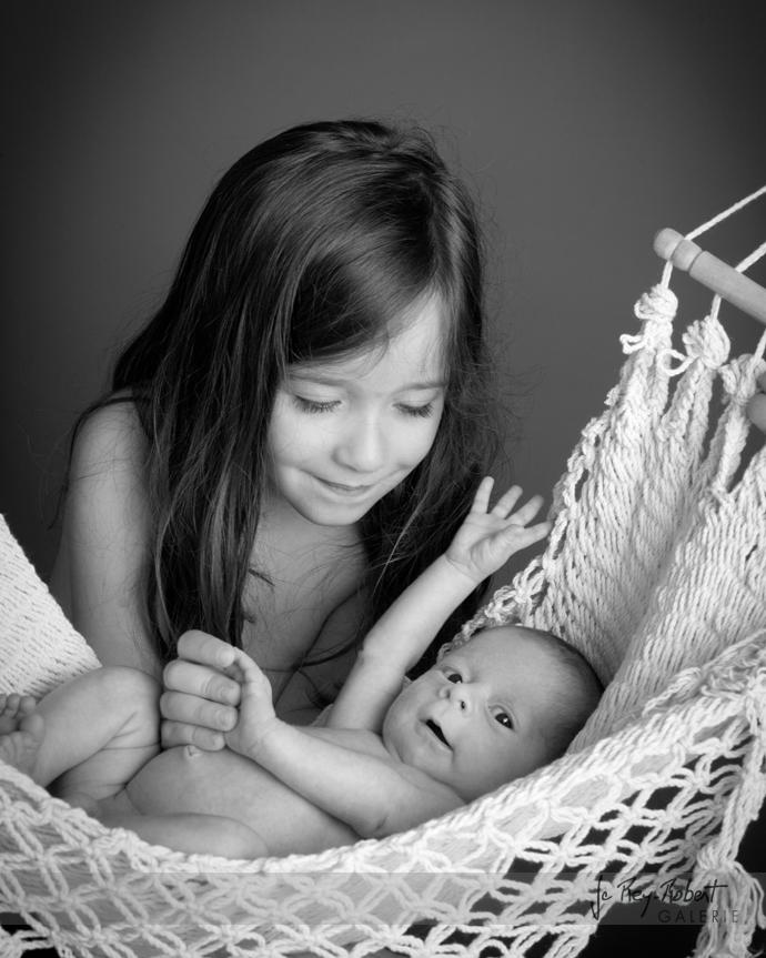 portrait de bébé noir et blanc