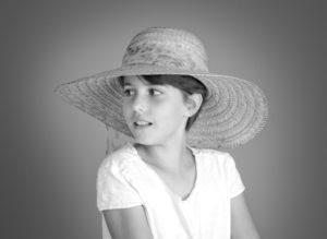 portrait noir et blanc jeune fille